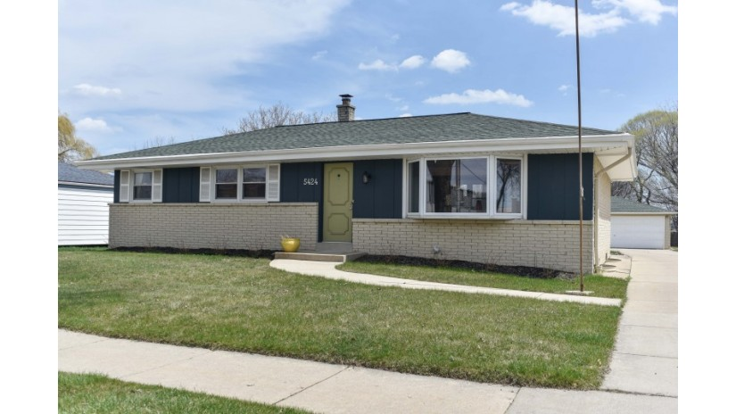 5424 S 9th St Milwaukee, WI 53221-4418 by Shorewest Realtors $179,900