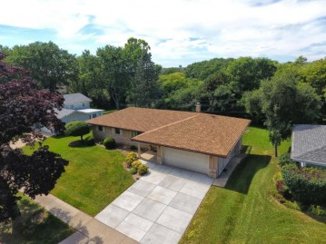 5840 Lakeview Dr, Greendale, WI 53129-1937