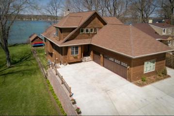 5729 Wagner LN, West Bend, WI 53095-9210