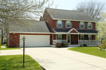 11821 W Woodland Cir, Hales Corners, WI 53130