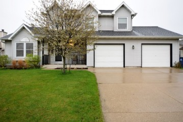 10420 S Mockingbird Ln, Oak Creek, WI 53154-6316
