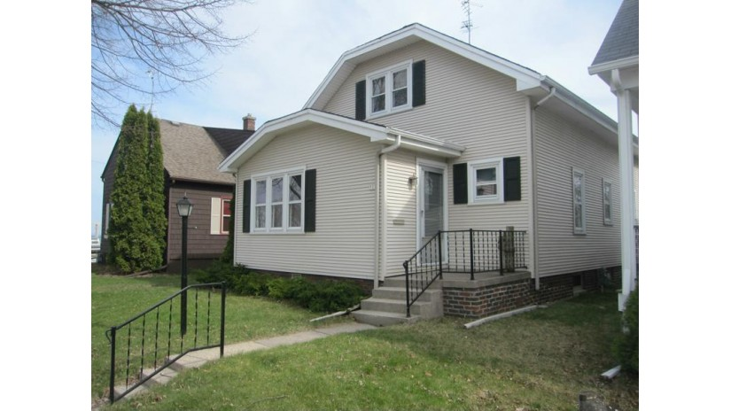707 Spring Ave Sheboygan, WI 53081-5801 by Re/Max Universal $93,500