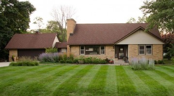 5045 S 35th St, Greenfield, WI 53221-3114