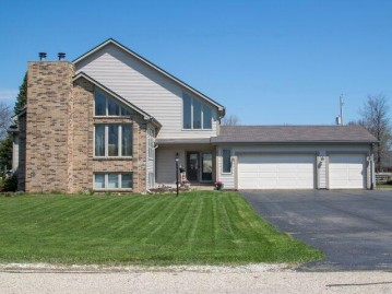 5716 2nd St, Somers, WI 53144-7204