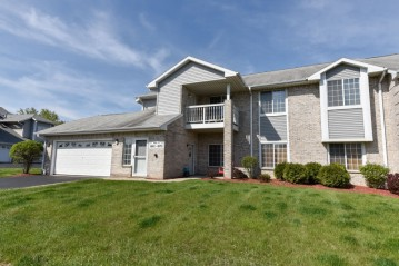 6975 S Rolling Meadows Ct, Oak Creek, WI 53154-1677