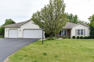 1223 W Potomac Dr, Oak Creek, WI 53154-3746