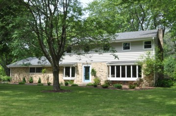 13319 N Lakewood Dr, Mequon, WI 53097-2410