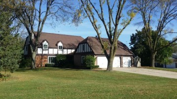 4140 Fountain Plaza Dr, Brookfield, WI 53005-1310
