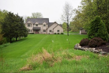 S73W25145 High Ridge Dr, Vernon, WI 53189-9262