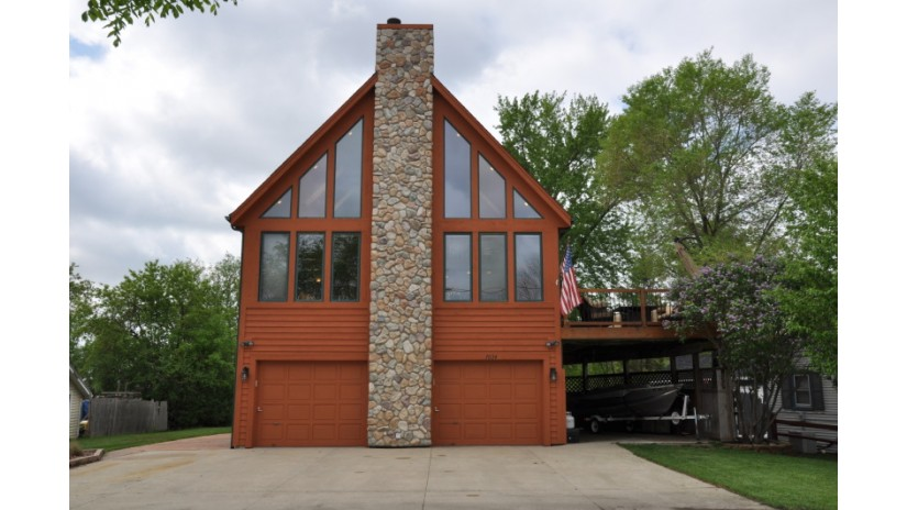7034 N Tichigan RD Waterford, WI 53185-1760 by Shorewest Realtors $445,000