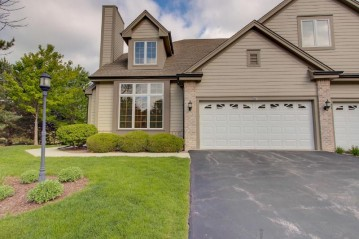 541 Country Crest Ln 101, Waukesha, WI 53188-3917