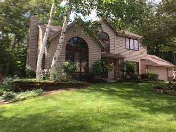 4255 S Coventry Rd, New Berlin, WI 53151-9042