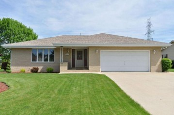 8220 W Plainfield Ave, Greenfield, WI 53220-2844