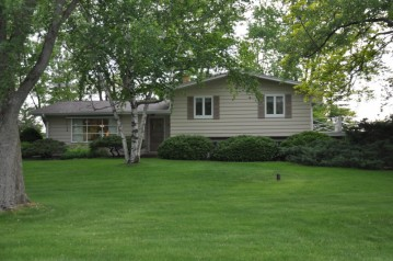 531 Kettle Moraine Dr, Eagle, WI 53119-2010
