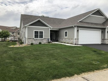 927 Spyglass Hill, Waterford, WI 53185