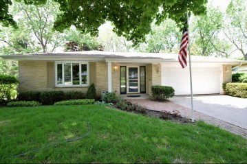 5870 Lakeview DR, Greendale, WI 53129-1937