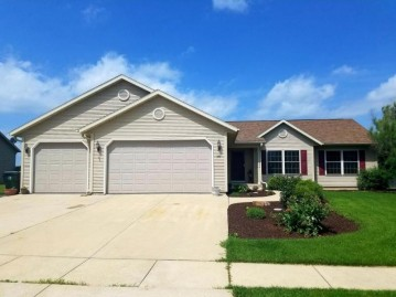 575 Tomahawk Dr, Twin Lakes, WI 53181-9806