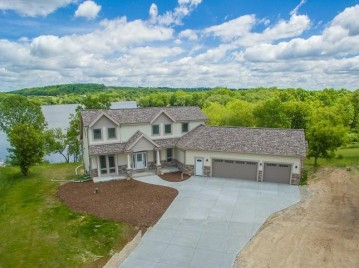 510 Island View CIR, Neosho, WI 53059