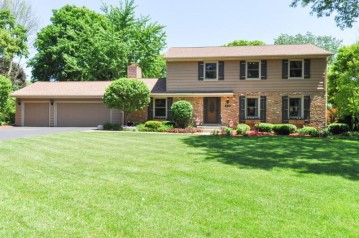 660 Forest Grove Cir, Brookfield, WI 53005