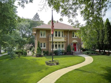 5353 N Lake Dr, Whitefish Bay, WI 53217