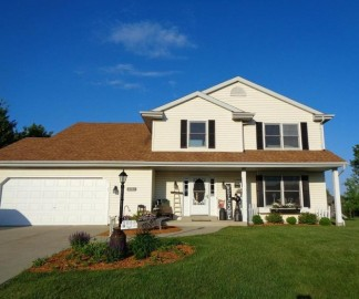 8582 S Cortland Dr, Oak Creek, WI 53154-2655
