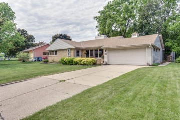 5224 W Jerelyn Pl, Milwaukee, WI 53219-2273