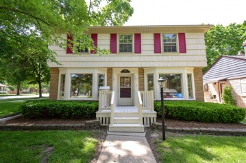 507 N 70th  St, Wauwatosa, WI 53213-3851