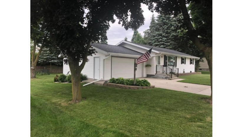 441 E Rhine ST Elkhart Lake, WI 53020-1947 by Avenue Real Estate Llc $199,500