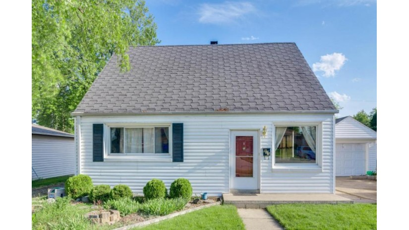 811 Manistique Ave South Milwaukee, WI 53172-3233 by Rainmakers Real Estate, Llc $149,900