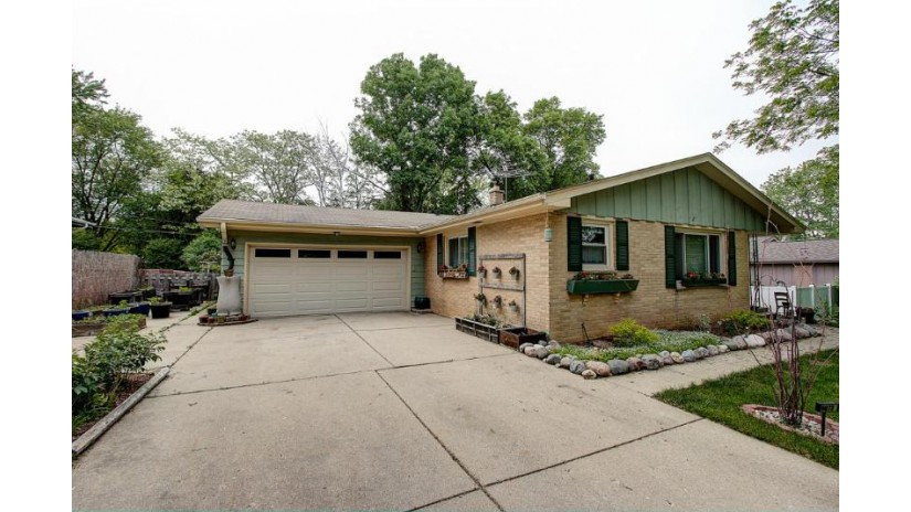 6073 N 122nd ST Milwaukee, WI 53225-1003 by Re/Max Realty 100 $168,900