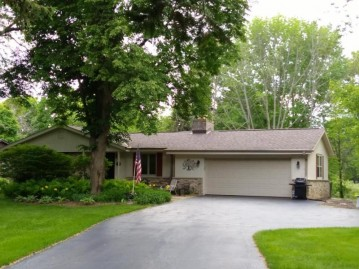 1571 Woodland Dr, Grafton, WI 53024-1203