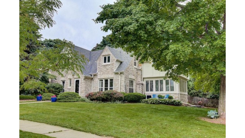 6264 N Bay Ridge AVE Whitefish Bay, WI 53217 by Powers Realty Group $659,900