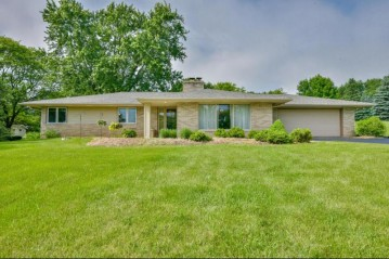 16910 Fairview Ct, Brookfield, WI 53005-2719