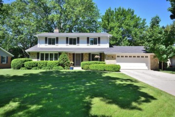4425 N 110th St, Wauwatosa, WI 53225