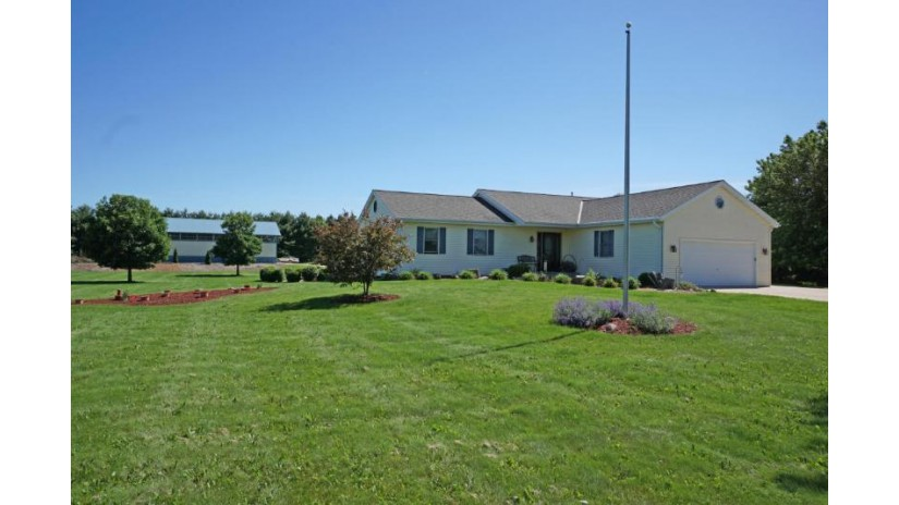 N87W33085 Mapleton Rd Merton, WI 53029-9733 by Lake Country Flat Fee $457,000
