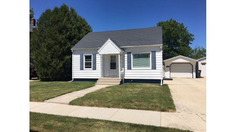 326 State St Sheboygan Falls, WI 53085-1258 by Shorewest Realtors $118,000