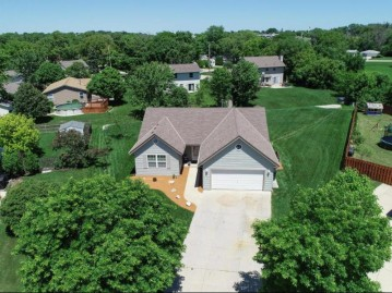 3010 W Kimberly Ave, Greenfield, WI 53221