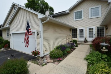 8433 S 76th ST, Franklin, WI 53132