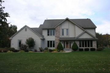 W194S7871 Ancient Oaks Dr, Muskego, WI 53150-8736