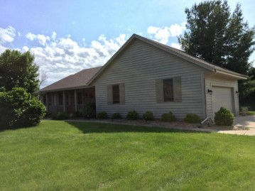 W361S2245 Scuppernong Dr, Ottawa, WI 53118-9682