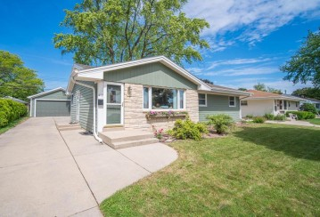 3329 S 77TH ST, Milwaukee, WI 53219-3818