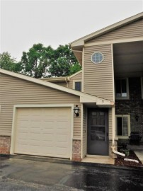 719 Shepherds Dr 5, West Bend, WI 53090-8484