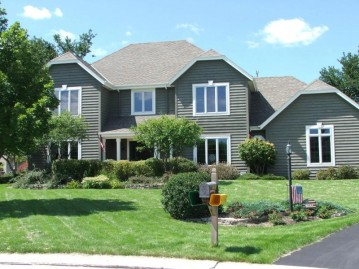 17870 Captains Ct, Brookfield, WI 53045-2062