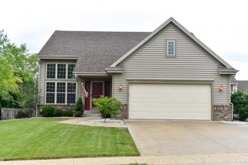 3840 E Bluestem Dr, Oak Creek, WI 53154-6640