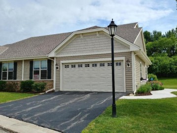 465 Woodfield Cir, Waterford, WI 53185-4052