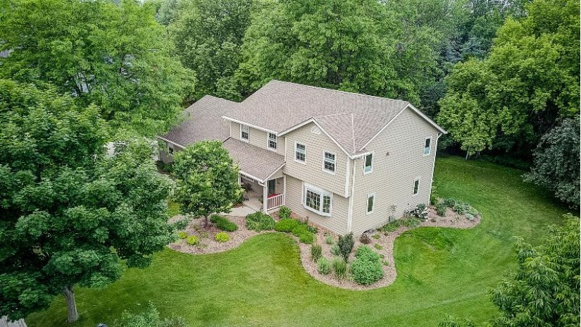 1398 Spinnaker Dr Port Washington, WI 53074 by Re/Max United - Port Washington $379,900
