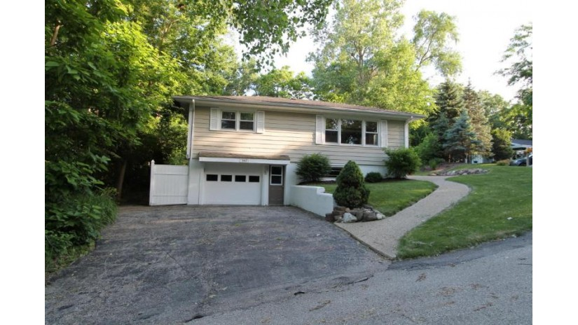353 Hillview Ct Twin Lakes, WI 53181-9664 by Bear Realty Of Burlington $215,000