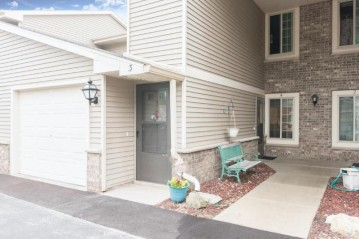 715 Shepherds Dr 4, West Bend, WI 53090-8483