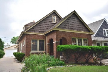 1829 N 56th St, Milwaukee, WI 53208-1605