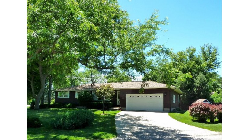 W903 Pell Lake Dr Bloomfield, WI 53128-1521 by Coldwell Banker The Real Estate Group $264,900